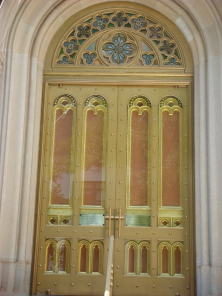 20070908-collegiate-marble-church-01-front-door.jpg