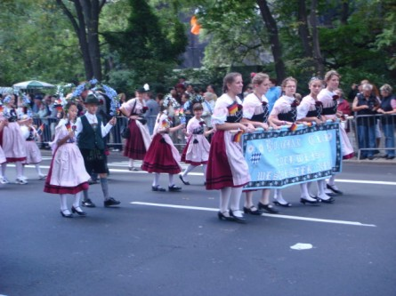 20070915-steuben-parade-13-kids-in-traditional.jpg