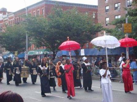 20070916-african-american-parade-03-egyptian-motiff.jpg