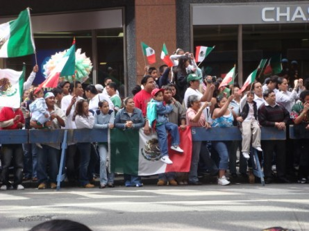 20070916-mexican-day-parade-01-crowd.jpg