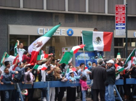 20070916-mexican-day-parade-02-crowd.jpg