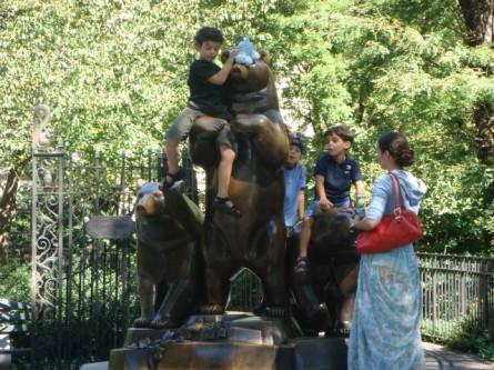 20070923-central-park-02-bear-statue.jpg