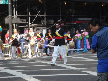 20071006-korean-parade-03-headwhirl.jpg