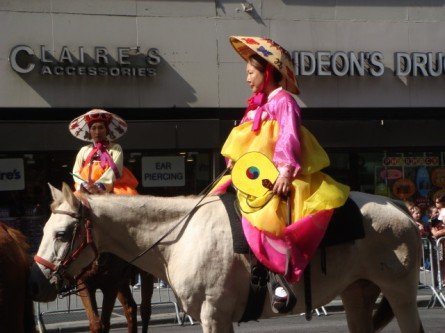 20071006-korean-parade-34-korean-horsewomen.jpg