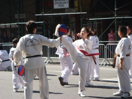 20071006-korean-parade-35-martial-arts-demonstration.jpg