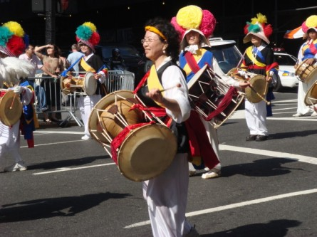 20071006-korean-parade-37-colorful-drummers.jpg