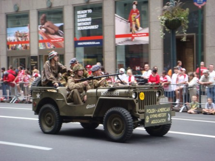 20071007-pulaski-parade-11-wwii-re-creation.jpg
