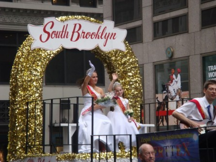 20071007-pulaski-parade-21-miss-polonia-south-brooklyn-inez-zuska-and-isabella-kwasnik.jpg