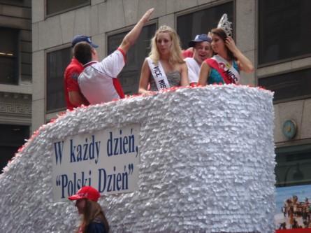 20071007-pulaski-parade-41-miss-polonia.jpg