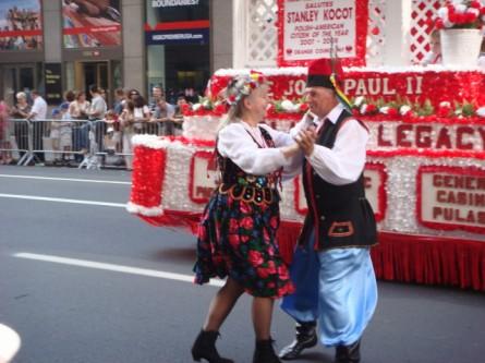 20071007-pulaski-parade-44-dancers.jpg