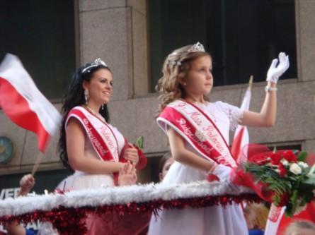 20071007-pulaski-parade-46-miss-polonia-of-ridgewood-ny-sylvia-kruszewska-and-jr-miss-michalle-warunek.jpg
