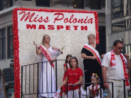 20071007-pulaski-parade-49-miss-polonia-of-maspeth.jpg