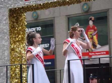 20071007-pulaski-parade-77-miss-polonia-of-linden-magda-przybyszewka-and-junior-miss-tiffany-lukenda.jpg