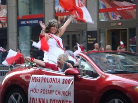 20071007-pulaski-parade-83-miss-polonia-of-holy-rosary-church-joanna-dziobek.jpg