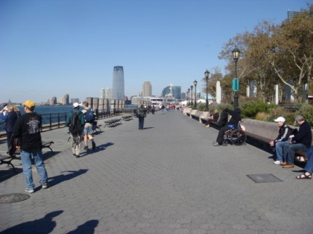 20071013-battery-park-07-walkway-at-southern-tip.jpg
