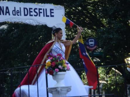 20071014-hispanic-columbus-day-07-reina-del-desfile-mayra-alexandra.jpg