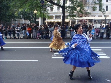 20071014-hispanic-columbus-day-20-dancers.jpg