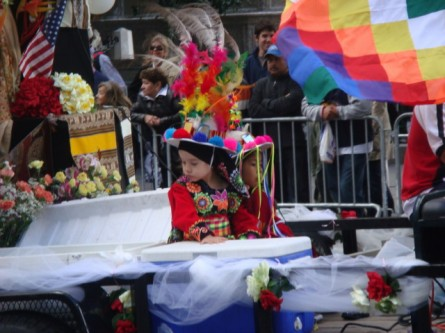 20071014-hispanic-columbus-day-23-colorful-chidren-in-cart-behind-car.jpg
