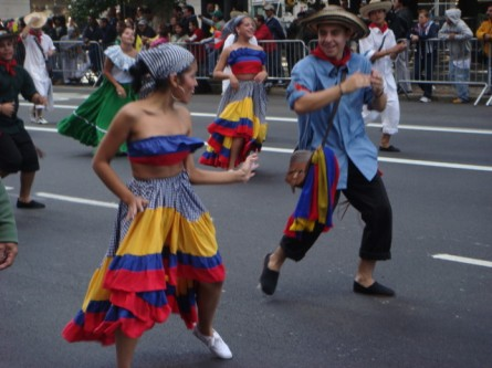 20071014-hispanic-columbus-day-52-dancers.jpg