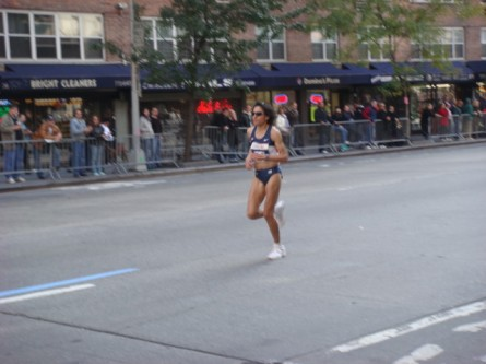 20071104-ny-marathon-28-women-runner.jpg