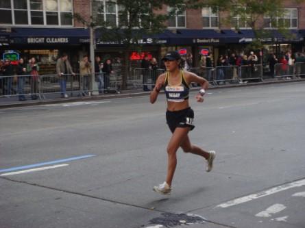 20071104-ny-marathon-33-woman-runner-begay.jpg