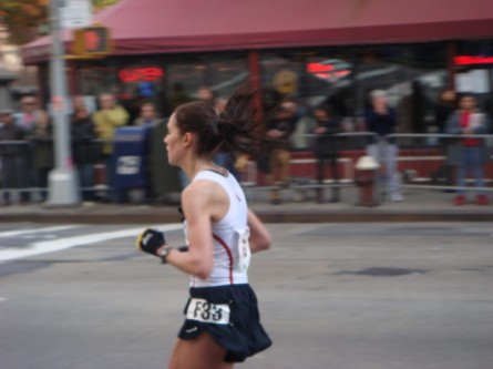 20071104-ny-marathon-39-woman-runner-with-bouncing-hair.jpg
