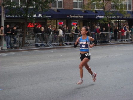 20071104-ny-marathon-40-woman-runner-eap.jpg