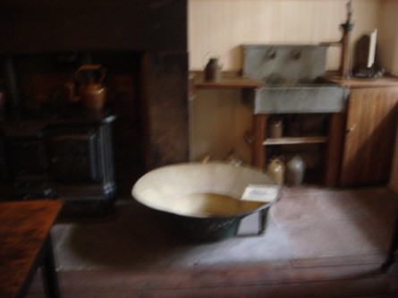 20071110-merchants-house-museum-04-bathtub.jpg