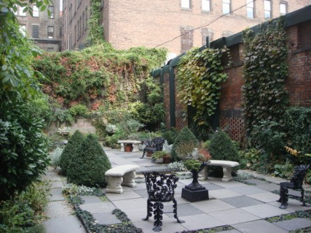 20071110-merchants-house-museum-05-courtyard.jpg