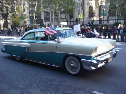 20071111-veterans-day-parade-05-classic-car.jpg
