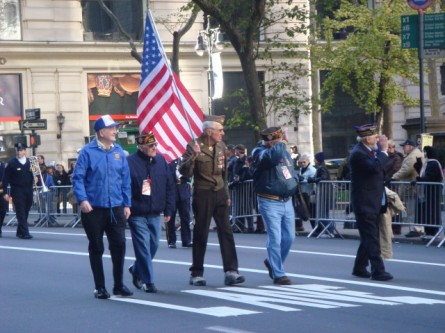 20071111-veterans-day-parade-11-ww2-marchers.jpg