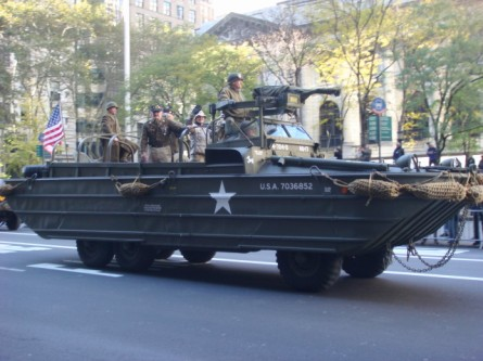20071111-veterans-day-parade-20-duck.jpg