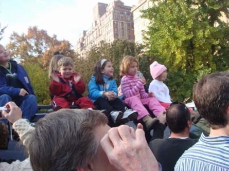 20071122-macys-thanksgiving-parade-11-kids-watching-from-top-of-truck.jpg