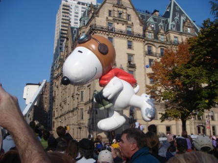 20071122-macys-thanksgiving-parade-17-snoopy-balloon.jpg