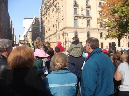 20071122-macys-thanksgiving-parade-21-wall-of-dads.jpg