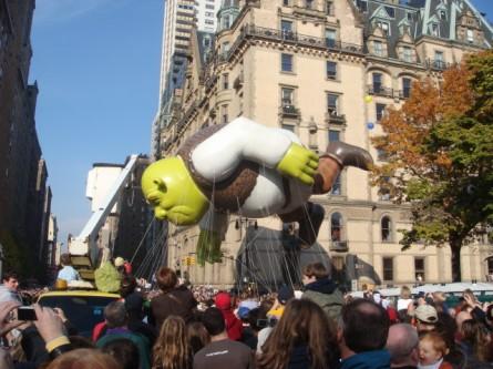 20071122-macys-thanksgiving-parade-23-shreck-balloon.jpg