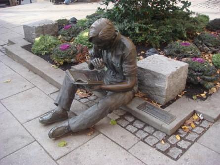 20071201-princeton-16-out-to-lunch-statue-by-j-seward-johnson-jr.jpg