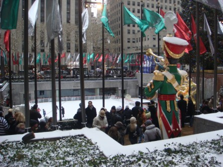 20071202-snow-day-16-rockefeller-center-rink.jpg
