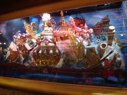 20071220-macys-window-03-santa-eye-view-whirling-display.jpg
