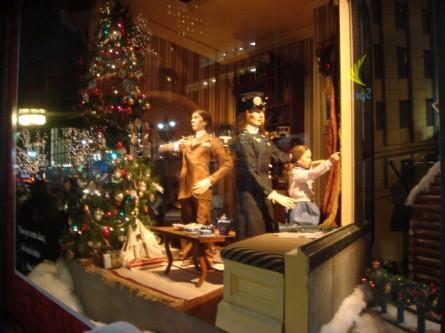 20071220-macys-window-15-miracle-on-34th-parade-watching.jpg