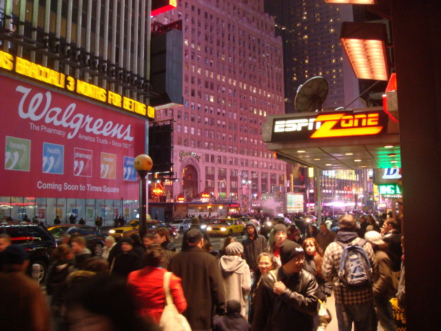 Times Square Christmas Crowds | Famous Ankles
