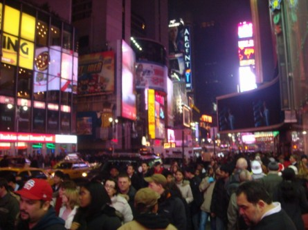 20071222-times-square-christmas-crowds-02.jpg