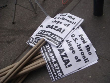 20080126-gaza-protest-03-signs.jpg