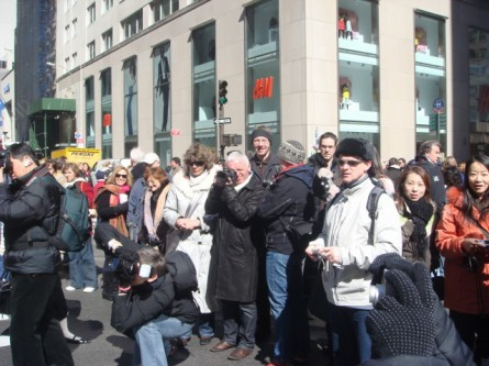 20080323-easter-parade-33-crowd.jpg